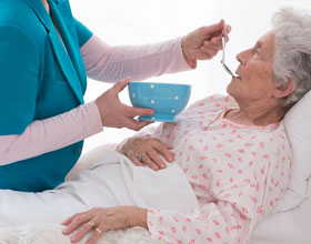 Услуги сиделки в доме для престарелых