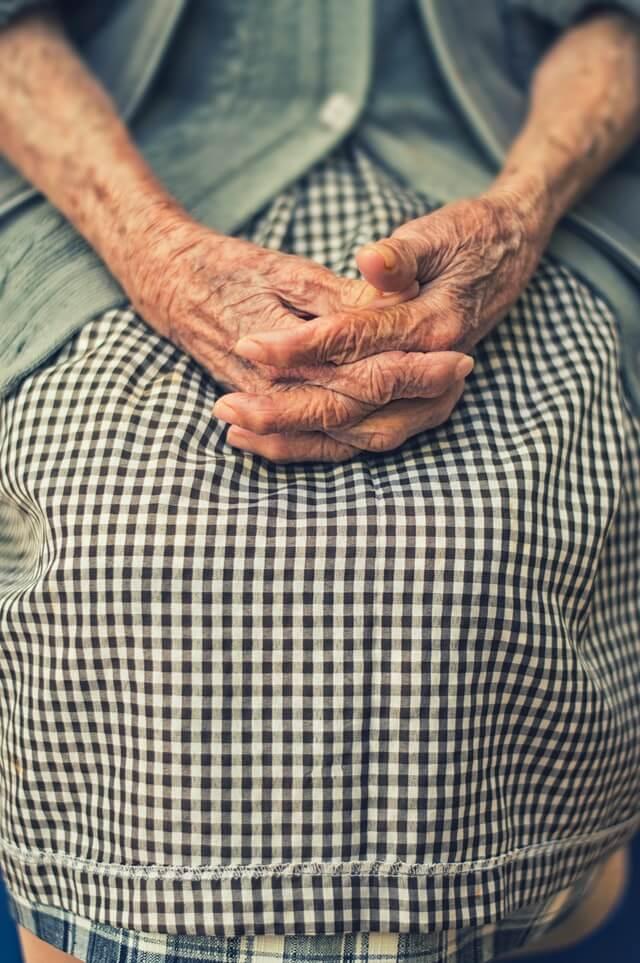 как помочь пожилым со слабоумием
